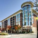 ‪Hampton Inn & Suites Greenville - Downtown‬