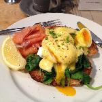 Eggs florentine +smoked salmon