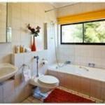  Seaview double bedroom bathroom