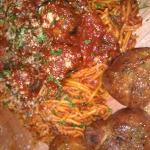 Fresh pasta & meatballs, garlic knots, amazing!