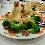  prawns with broccoli in mayonnaise sauce-crispy and sweet