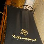 "Restaurant ""International"" vu de la rue"