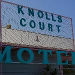  Knolls Court