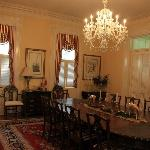 The elegant dinning room area.