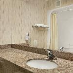  Upgraded Granite Bathroom