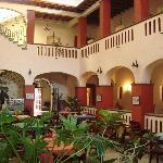  El patio central y la zona de comida