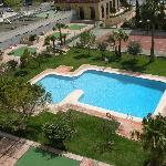 Piscina, jardin pista de tenis / Tennis court, swimming-pool and garden