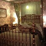  Beautiful brass bed in Green Price room