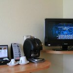  Posee Wi-Fi, Tv de Lcd, y cafetera expres con capsulas de varios sabores y t.