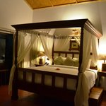 the four poster in the Jacuzi cottage!