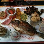 Assiette de poissons (l&#39;une des suggestions du jour)