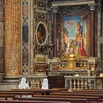 Inside St Peters a few steps from PapavistaRelais