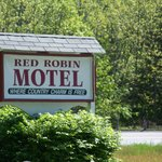 Red Robin Motel Sign