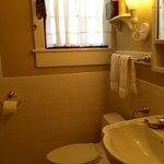 Perry Snell room's bathroom (Jacuzzi tub n