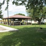 Lighted picnic shelter w/BBQ grill