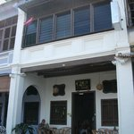  The front of Guest Inn Muntri