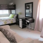 Foto de Boardwalk Homes Executive Guest Houses &