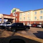 ภาพถ่ายของ Holiday Inn Express Hotel & Suites Shamrock North