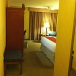 Holiday Inn Middletown - View Into Bedroom