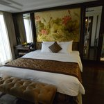 Bedroom of presidential suite