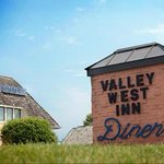 Valley West Inn resmi