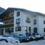 The Apsley Ski Lodge resmi