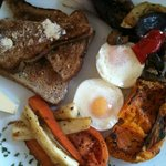 poached eggs with roasted vegetables