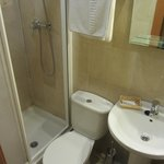  single room ensuite bathroom