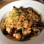  Artisan spaghetti w/gulf shrimp, scallops, clams, mussels &amp; white wine sauce