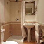 Bathroom to Classic Double Room