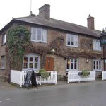 The Greyhound Inn resmi