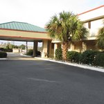 New Valdosta Inn and Suites Entrance
