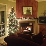  Cozy fireplace and decor in the Pear Tree Cottage