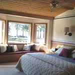 Floras Lake House Bed & Breakfast Foto