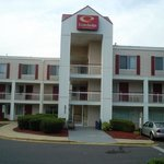  Econo Lodge Front View