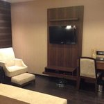 The Nanee Suites resmi
