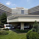 Welcome to the DoubleTree Newark Airport, located next to Newark International Airport.
