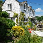  A Cornish cottage with parking, minutes from the harbour.