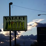  Sign of Valley Motel