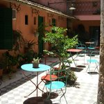 patio interno del hotel