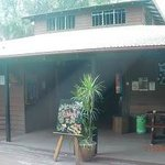 Photo de Dougies Backpackers Resort