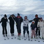 Whole family skiing in Zürs