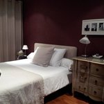 "The ""wine""-colored room: large & comfy"
