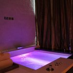  jacuzzi in spa couples room