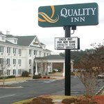  Quality Inn Hotel Exterior