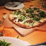  Must try this! $10 flatbread with figs, honey, arugula, and greek cheese. Favorite taste EVER. E