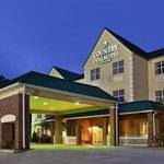 CountryInn&Suites Cartersville  ExteriorNight