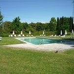  Piscina y jardines
