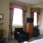 Room area - small flatscreen, tea service, drawers and large windows