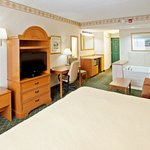 CountryInn&amp;Suites Findlay  WhirlpoolSuite